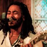 Betho Wilson exalta a Bahia e critica as mazelas do sistema em novo disco
