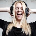 Ouvir música faz bem ao corpo e à mente