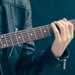 Use o smartphone para aprender a tocar guitarra